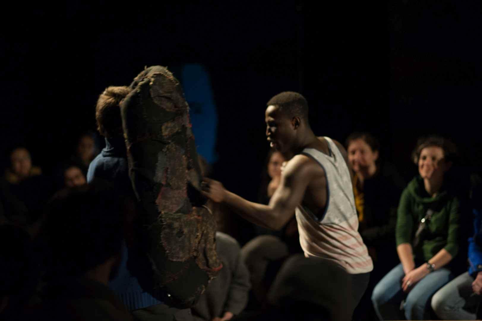 Il Negro del Narciso di Cantieri Meticci al Teatro San Martino